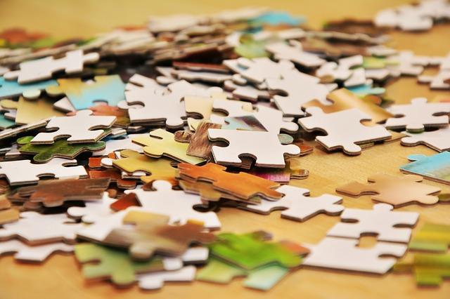 Dlaczego warto kupić dziecku puzzle?